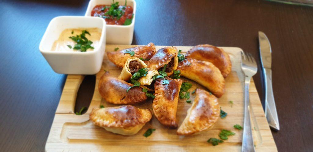 pieczone pierożki empanadas